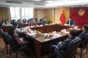 区政协召开退休干部职工座谈会