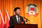新当选的区政协主席陈志红在闭幕大会上讲话